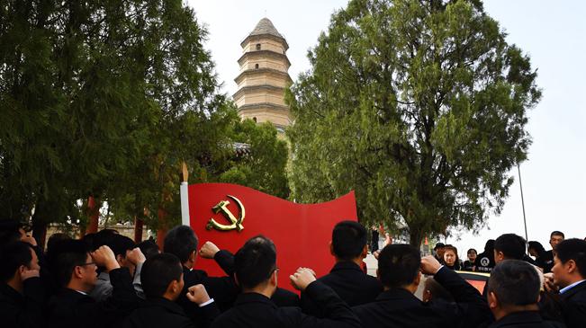 """永恒的承諾——追尋中國共産黨人""""為人民服務""""的血脈"""