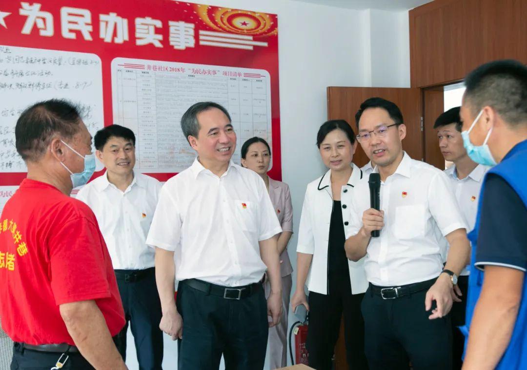 王成在基层党建联系点长沙市雨花区调研时强调:全域推进整体提升城市基层党建工作
